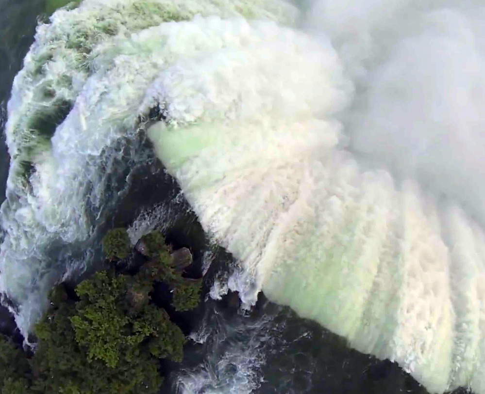 Awesome Quadrocopter Footage of Niagara Falls